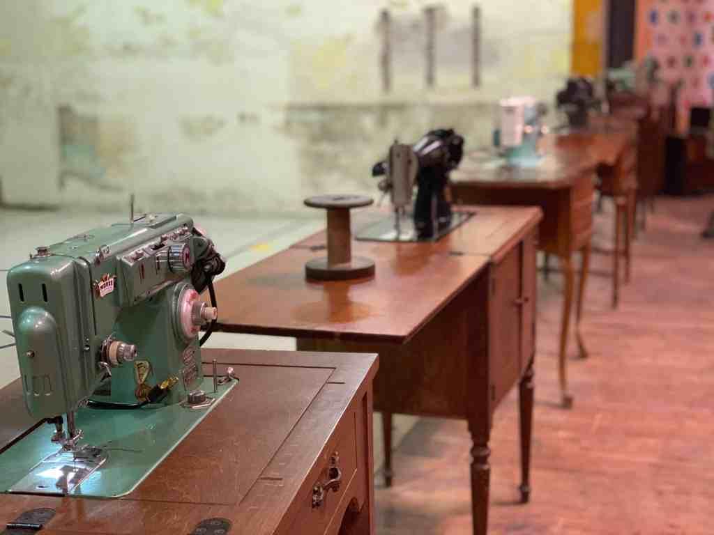 Hamilton Quilt Museum antique sewing machines