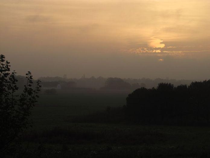 Solen står lavt over Askemosen