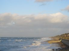 Skilteskov ved Raageleje Strandvej - og herlige skyer