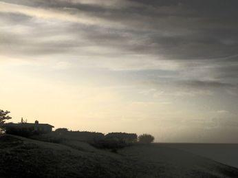 Hanebjerg i modlys sen vintereftermiddag