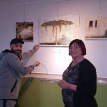 """Die Ausstellung """"art is unlimited"""" von Artists Infinity Company wird aufgehängt"""