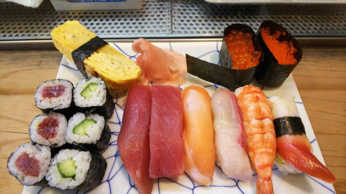 富士宮鮨佐野家の1000円寿司ランチのCPには、名瀑【白糸の滝】以上の感動がある