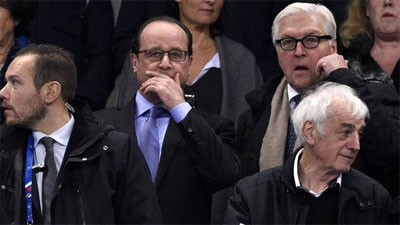 President Hollande hears the first explosions