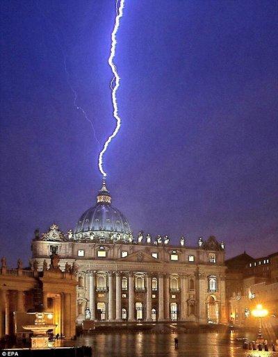 lighting strike with papal resignation