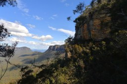 Looking back to Ruined Castle between Narrowneck Plateau and Mt Solitary