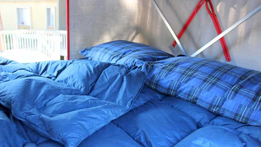 comfortable tent bedding