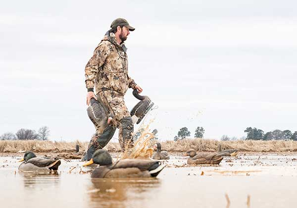 What is the Right Way of Wearing Camouflage Clothing for Duck Hunting?