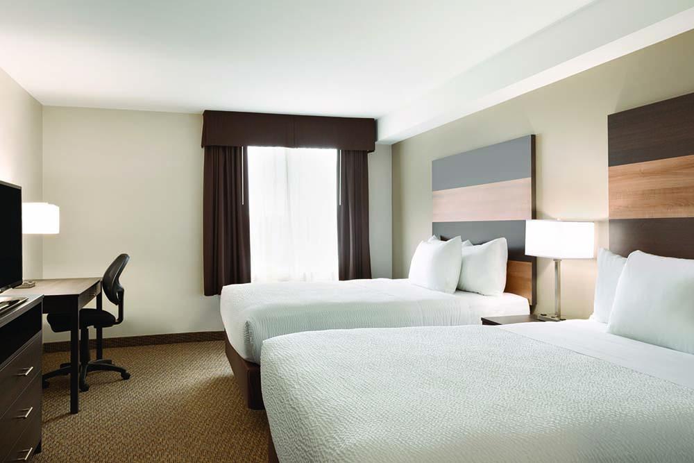Days Inn Lindsay Guest Rooms Amp Suites Days Inn Lindsay