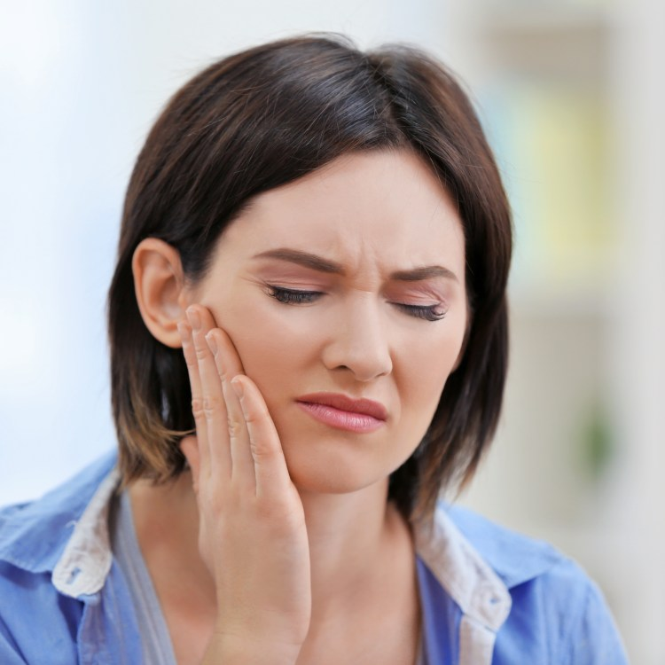 Do not hesitate to seek urgent dental care if you experience any of the following symptoms: