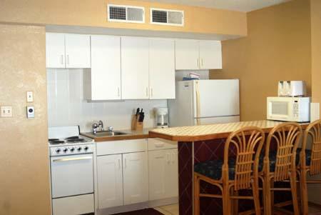 Hawaiian Inn Resort - Full Kitchen View