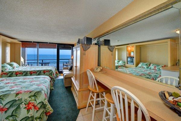 Hawaiian Inn DSC 4386And8more fused