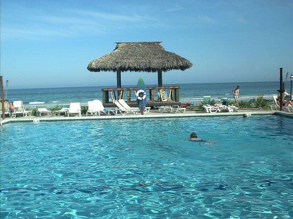 hawaiian-inn-pool-shot