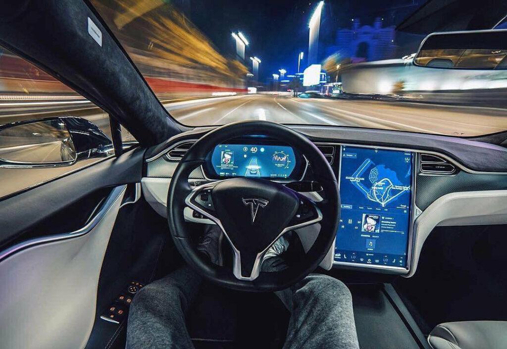 tesla vvodit ljudej v zabluzhdenie bb5fc90 scaled Tesla вводит людей в заблуждение? 1