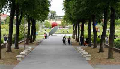 Walking in to the Minneapolis Sculpture Garden