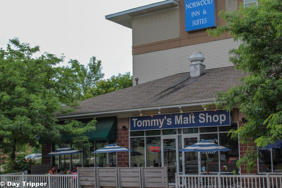 Dinning in Chaska at Tommy's Old Fasion Malt Shop