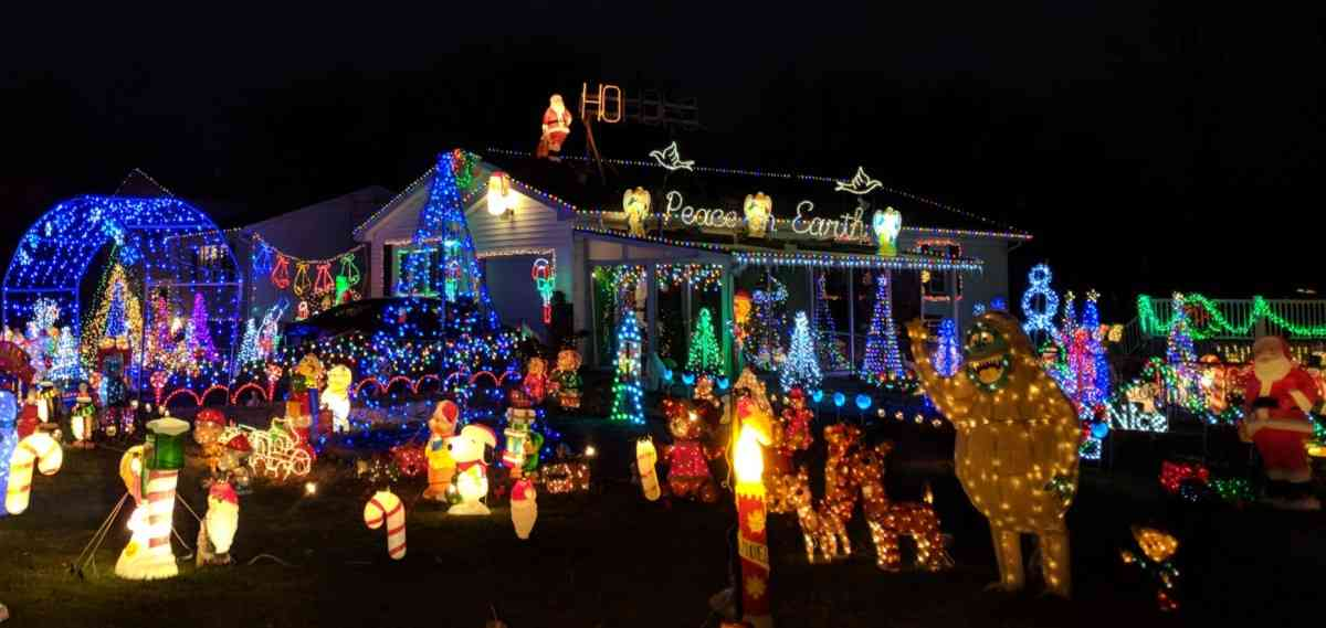 10 Rochester-Area Neighbors with Extraordinary Holiday Lights
