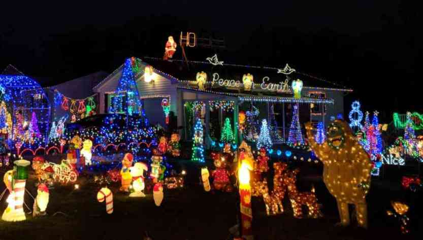 Holiday Lights on Rahway Rd. in Gates, NY
