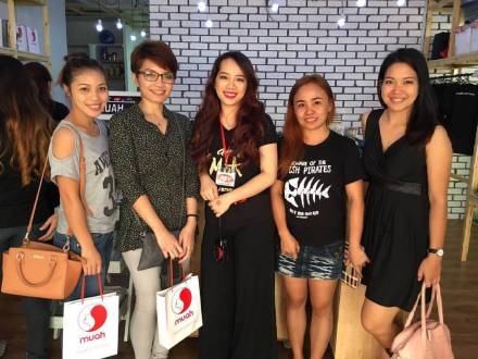 Dayve (2nd from left) with her make-up teacher (middle), and friends.