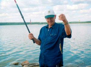 Эрвин Францевич на рыбалке. | Фото: архив семьи Госсен