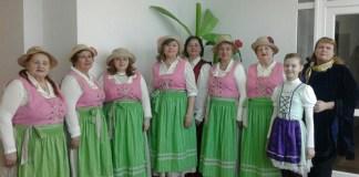 С вокальной группой Клуба сеньоров «Эдель».