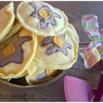 How to make DIY fleece pancakes for kids pancakes and pajamas birthday party. Easy sew pancake crafts.