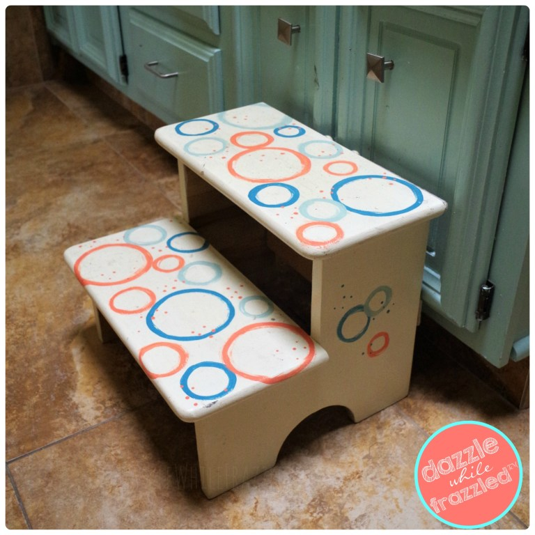 Easy DIY kids step stool makeover with paint and round stentil templates