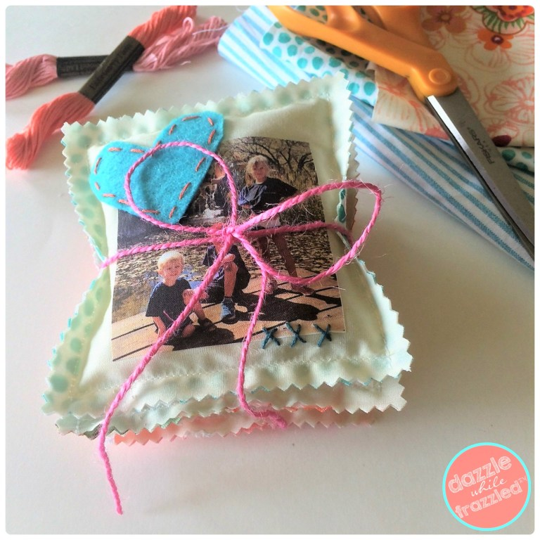 DIY easy handmade gifts for holidays, birthdays, friends with photo scented drawer closet sachets | DazzleWhileFrazzled.com