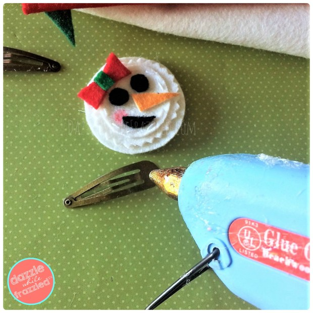 Fast and easy snowman craft for kids with a DIY felt snowman hair clip for girls.