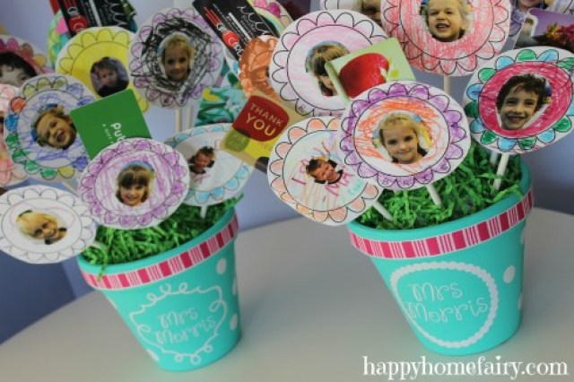 Use personalized photos to craft sweet paper flower gift card bouquet.