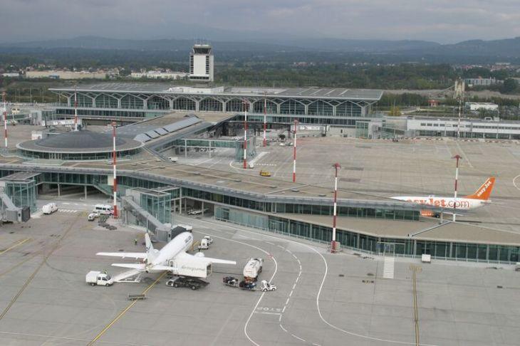 Resultado de imagen de aeropuerto basilea