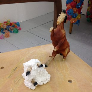 the abused horse has very brittle legs, here they are stuck into a weird polysterene creature