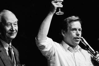 Alexander Dubcek und Vaclav Havel auf dem Podium des Bürgerforums, Prag , Harald Schmitt