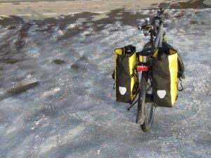 Spikespuren im Eis und heisser Kräutertee.