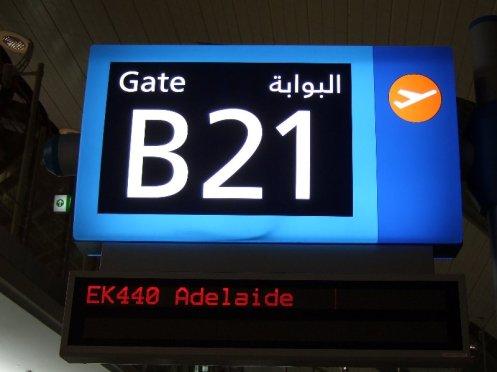Abflug DXB-ADL um 02:05 Uhr nachts, Flug EK440