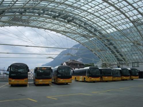 Chur Postautostation (überm Bahnhof): hm, der einzige beschriftete Bus hat die Nummer 42.