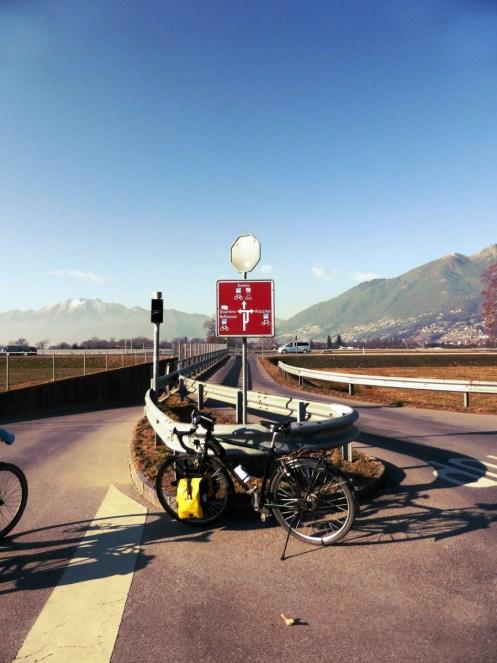 Wegweiser zwischen Bellinzona und Locarno
