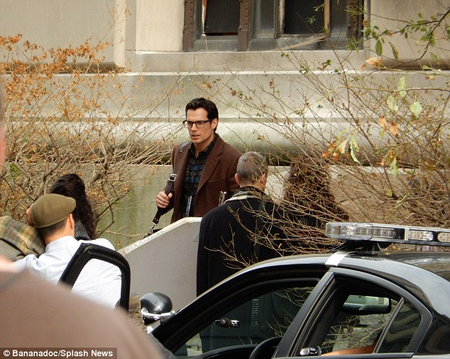 1409741631442_wps_38_EXCLUSIVE_Henry_Cavill_se