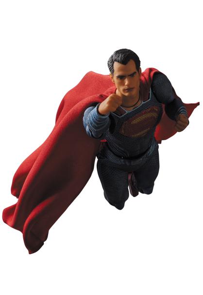 MAFEX-BvS-Superman-008