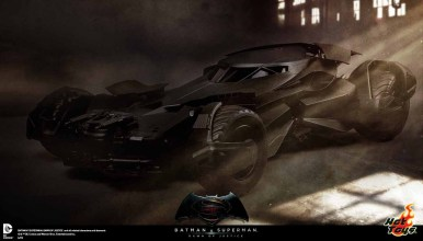 BVS_Hot_Toys_Batmobile_01