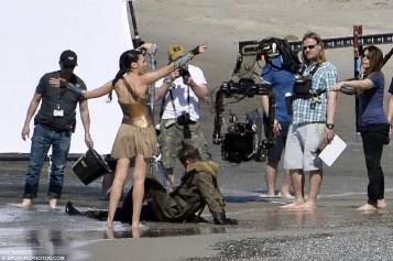 Wonder_Woman_Beach_12