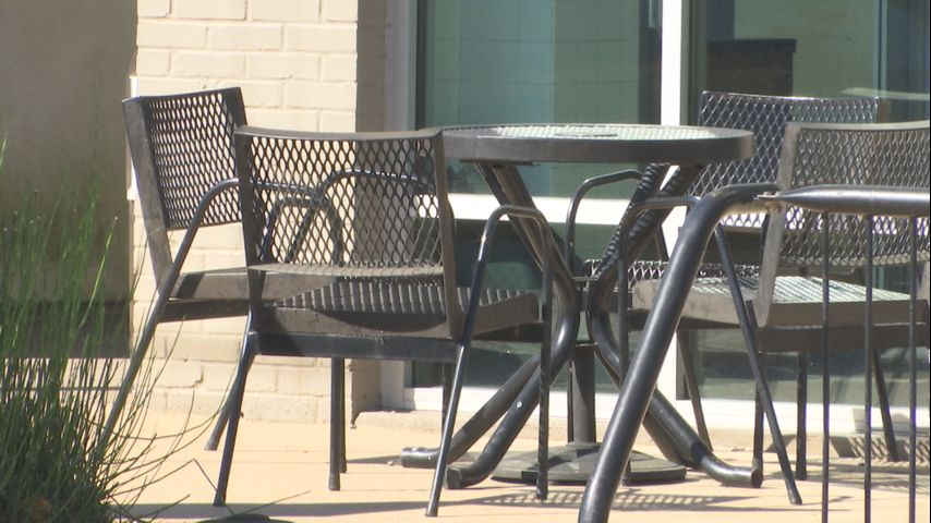 outdoor seating at restaurants