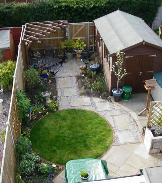 Small Garden Design - Debbie Carroll on Tiny Back Garden Ideas id=87133