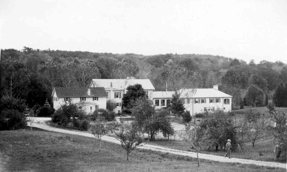 TMBC Wilcox Oakdale Main House bw