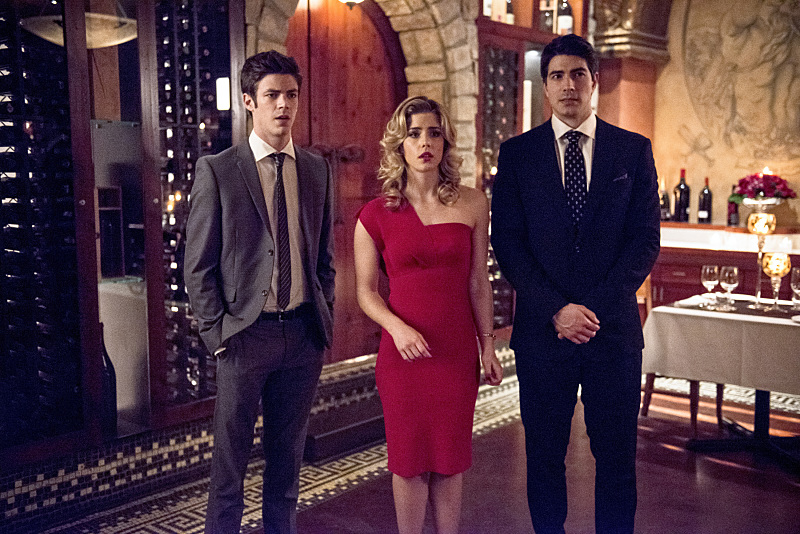 """The Flash -- """"All Star Team Up"""" -- Image FLA118A_0365b -- Pictured (L-R): Grant Gustin as Barry Allen, Emily Bett Rickards as Felicity Smoak, and Brandon Routh as Ray Palmer -- Photo: Cate Cameron/The CW -- © 2015 The CW Network, LLC. All rights reserved."""