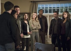 "Arrow -- ""Legends of Yesterday"" -- Image AR408A_0302b.jpg -- Pictured (L-R): Grant Gustin as Barry Allen, Carlos Valdes as Cisco Ramon, Stephen Amell as Oliver Queen, Willa Holland as Thea Queen, Katie Cassidy as Laurel Lance, David Ramsey as John Diggle, Falk Hentschel as Carter Hall and Ciara Renee as Kendra Saunders -- Photo: Katie Yu/ The CW -- © 2015 The CW Network, LLC. All Rights Reserved"