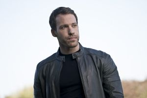 "Arrow -- ""Legends of Yesterday"" -- Image AR408A_0086b.jpg -- Pictured: Falk Hentschel as Carter Hall -- Photo: Katie Yu/ The CW -- © 2015 The CW Network, LLC. All Rights Reserved."