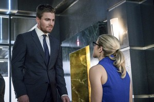 "Arrow -- ""Unchained"" -- Image AR412B_0515b.jpg -- Pictured (L-R): Stephen Amell as Oliver Queen and Emily Bett Rickards as Felicity Smoak -- Photo: Liane Hentscher/ The CW -- © 2016 The CW Network, LLC. All Rights Reserved."