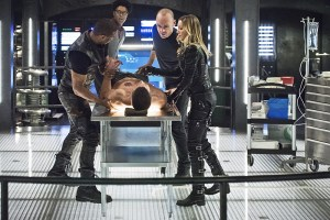 """Arrow -- """"Beacon of Hope"""" -- Image AR417a_0385b.jpg -- Pictured (L-R): David Ramsey as John Diggle, Echo Kellum as Curtis Holt, Stephen Amell as Oliver Queen, Paul Blackthorne as Detective Quentin Lance and Katie Cassidy as Laurel Lance -- Photo: Dean Buscher/The CW -- © 2016 The CW Network, LLC. All Rights Reserved."""