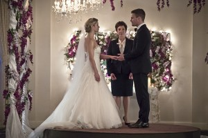"""Arrow -- """"Broken Hearts"""" -- Image AR416a_0015b.jpg -- Pictured (L-R): Emily Bett Rickards as Felicity Smoak and Stephen Amell as Oliver Queen -- Photo: Katie Yu/The CW -- © 2016 The CW Network, LLC. All Rights Reserved."""