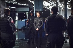 """Arrow -- """"Monument Point"""" -- Image AR421a_0196b.jpg -- Pictured (L-R): Stephen Amell as Green Arrow and Audrey Marie Anderson as Lyla Michaels -- Photo: Dean Buscher/The CW -- © 2016 The CW Network, LLC. All Rights Reserved."""